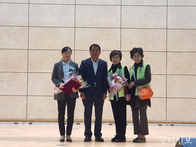 윤창욱 경북도의원( 왼쪽 두번째)